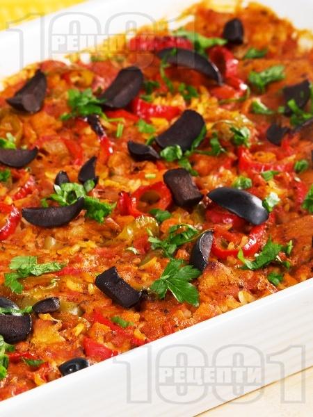 Постен славянски гювеч с ориз, лук, домати, чушки и маслини в тава на фурна (без месо) - снимка на рецептата